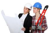 Woman architect and woman mason — Stock Photo