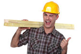 Cheeky carpenter giving the thumbs-up — Stockfoto