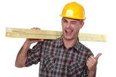 Brutale timmerman geven de thumbs-up — Stockfoto