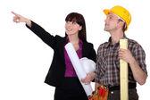 Vrouwelijke architect en bouwer — Stockfoto