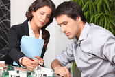 Architect with client — Stock Photo