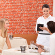 Couple ordering food in restaurant — Foto Stock