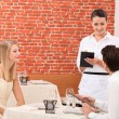 Couple ordering food in restaurant — Stockfoto