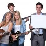 genç gitar çalmak — Stok fotoğraf