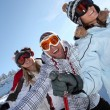 Friends skiing together — Stock Photo