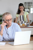 Help at home for elderly — Stock Photo