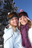 Two women enjoying their skiing holiday — Stock Photo