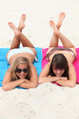 Couple of girls on the beach — Stock Photo