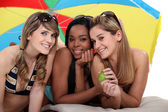 Young women enjoying a day at the beach together — Stok fotoğraf