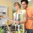 Couple cooking — Stockfoto