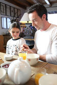 Father and daughter having breakfast together — Stock Photo