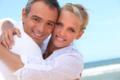 Embracing on the beach — Stock Photo