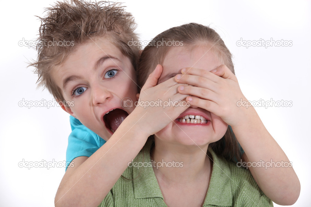 Children playing peek-a-boo — Stock Photo #10474407