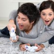 Couple playing computer games — Stockfoto