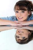 Moreno significado na superfície reflexiva — Foto Stock