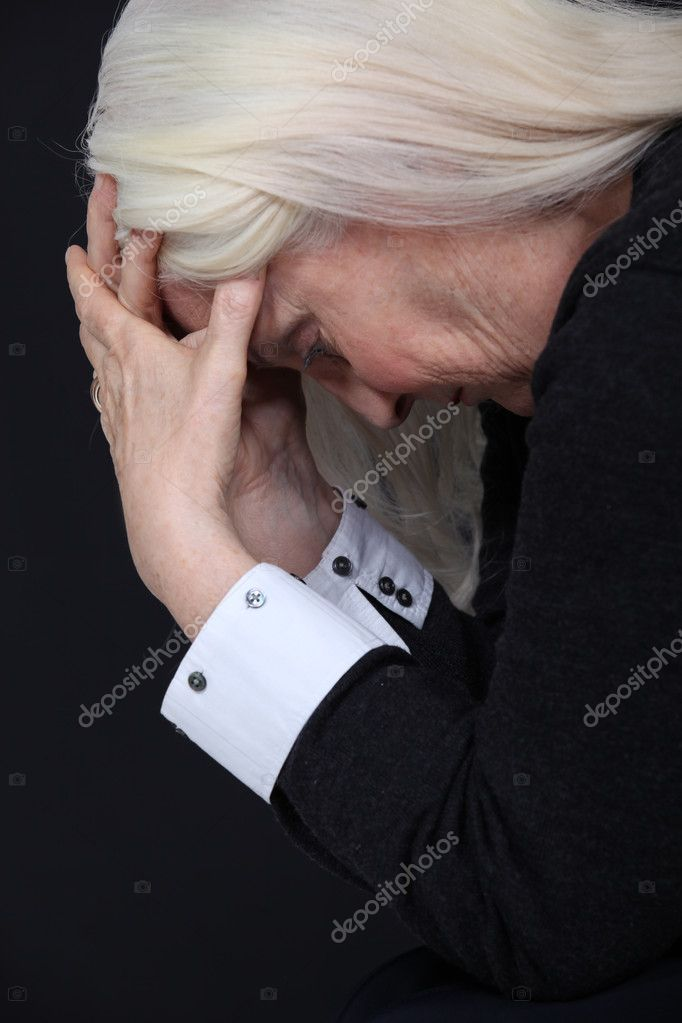 Senior woman desperate — Stock Photo #10497302