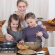 Mum and girls making pancakes — Stock Photo