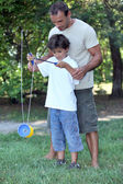 Father playing with son with a diabolo — Stock Photo