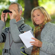 Couple with binoculars — Stock Photo