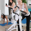 Women at the gym — 图库照片