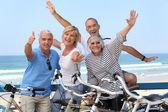 Grupp av senior på cyklar — Stockfoto