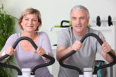 Senior couple in the gym — Stock Photo