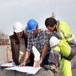 Stockfoto: Contruction supervisors prblem solving