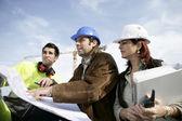 Trabajo en equipo en un sitio de construcción — Stockfoto