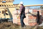 Man working on a construction site — Foto de Stock