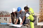 Contruction supervisors prblem solving — Stockfoto
