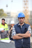 Foreman stood in front of two colleagues — Stock Photo