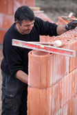 Mason working in harsh conditions — Stock Photo
