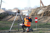 Surveyor setting up his specialized equipment — Stock Photo