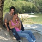 Happy couple sat under a tree — Stock Photo #8009744