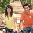 Teenage couple on bike ride — Stock Photo