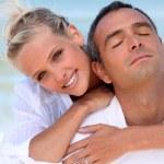 Loving couple hugging on the beach — Stock Photo