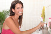 Young woman brushing her teeth — Stock Photo