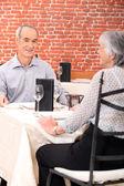 Casal de velhos no restaurante — Foto Stock