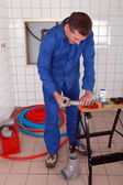 Plumber using a workbench — Stock Photo