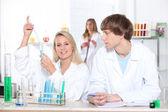 Informatik-studenten im labor — Stockfoto