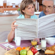 Middle-aged couple reading — Stock Photo #8051702