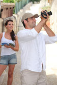Touristic couple with camera — Stock Photo
