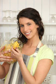 Woman in kitchen with pasta — Stock Photo