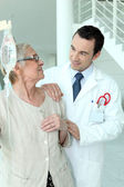Doctor reassuring his patient — Stock Photo
