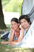 Para w namiocie — Zdjęcie stockowe