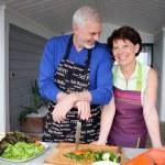 Couple preparing vegetables — Stock Photo