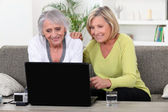 Women on laptop — Stock Photo