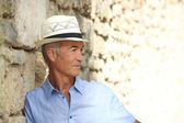 Profile view of pensioner on holiday — Stock Photo