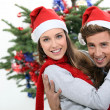 Couple dressed in festive hats — Stockfoto
