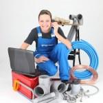 Female plumber knelt down by equipment — Stock Photo
